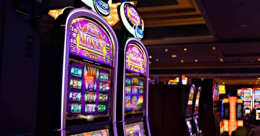 Kuidas Kasiinod teenida raha Via mänguautomaadid